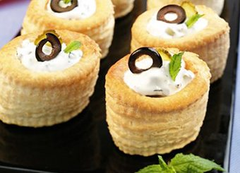 Vol-au-vent con yogurt e olive